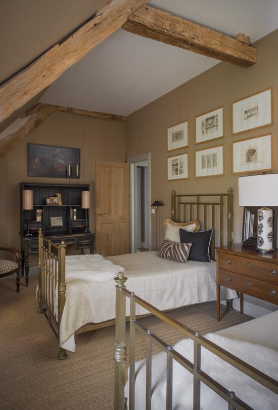 Еще одна спальня в мансарде