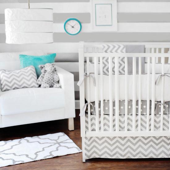 Детская кроватка с защитными бамперами