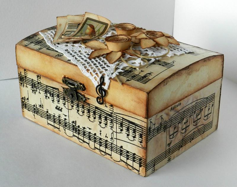 Шкатулка оклееная бумагой