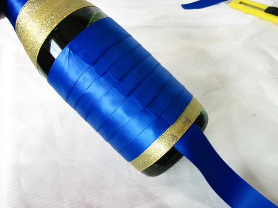 украшение бутылки шампанского лентами