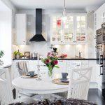 Фото 37: Круглый стол на кухне