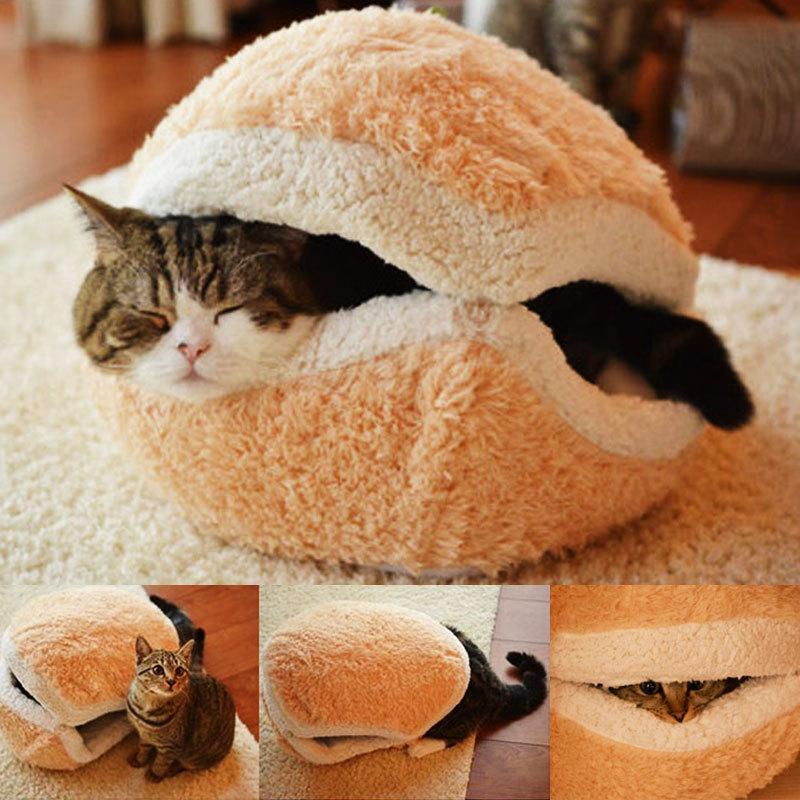 Лежанка-панцирь для кошки виде сандвича или гамбургера