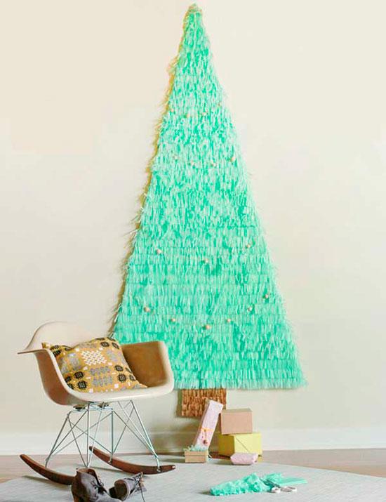 Как сделать елку из елочных игрушек своими