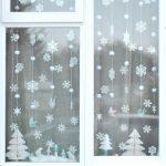 Фото 39: Украшение окна снежинками