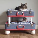 Фото 51: Винтажная двухэтажная лежанка для кошки из двух чемоданов