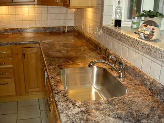 Столешница для кухни из ДСП, имитирующая гранит
