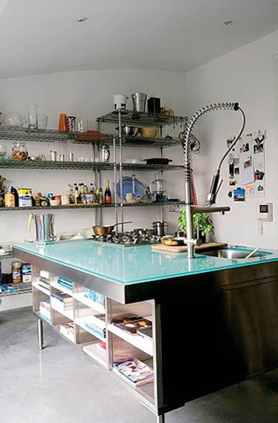 Кухня в стиле техно обычно переполнена различными приборами