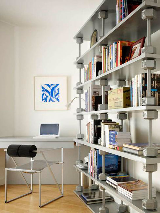 Металлические стеллажи из шурупов в техно стиле в интерьере