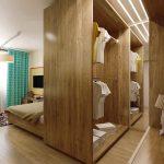 Фото 37: Разделение шкафом прихожей и комнаты