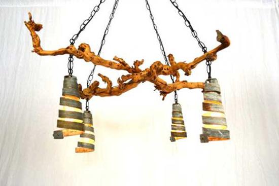 Оригинальный светильник из частей дерева