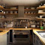 Расположение кухонной мебели и полок по периметру кухни