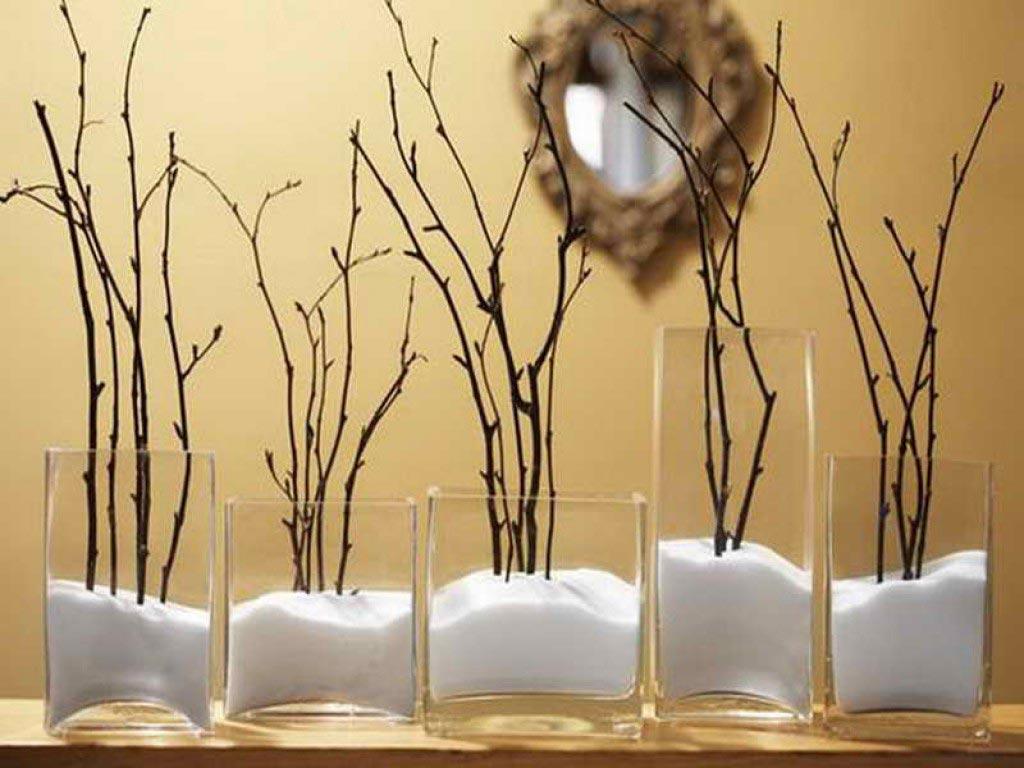 Новогодние украшения вазы с солью и веточками