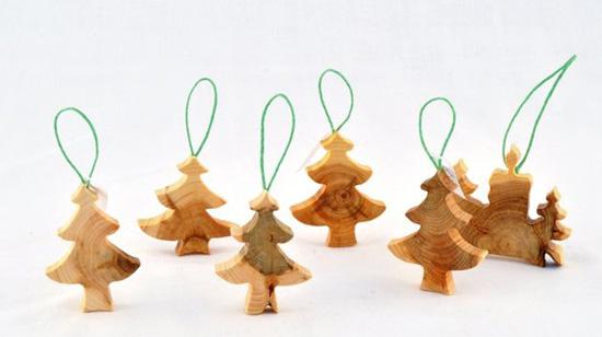 Новогодний декор из дерева в интерьере