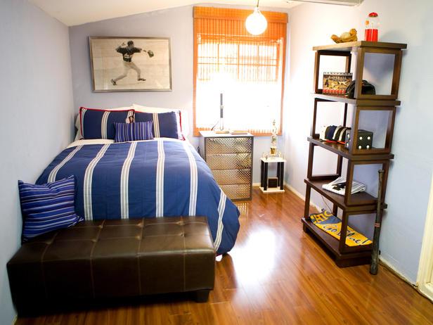 Комната для молодого человека со светлыми стенами