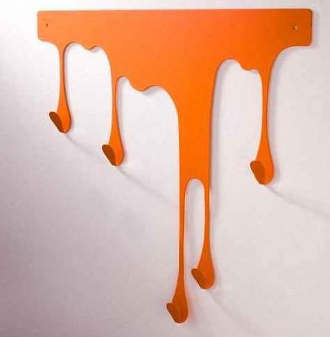Оранжевая вешалка