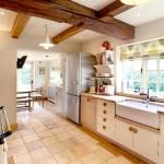 Холодильник и декоративная балка