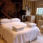 Спальня с полотенцами