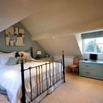 Фото 143: Спальня с косой крышей