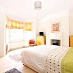 Фото 153: Белая гостиная с римскими шторами