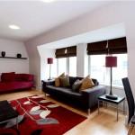 Гостиная с красным ковром
