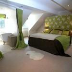 Фото 177: Зеленые шторы в спальне