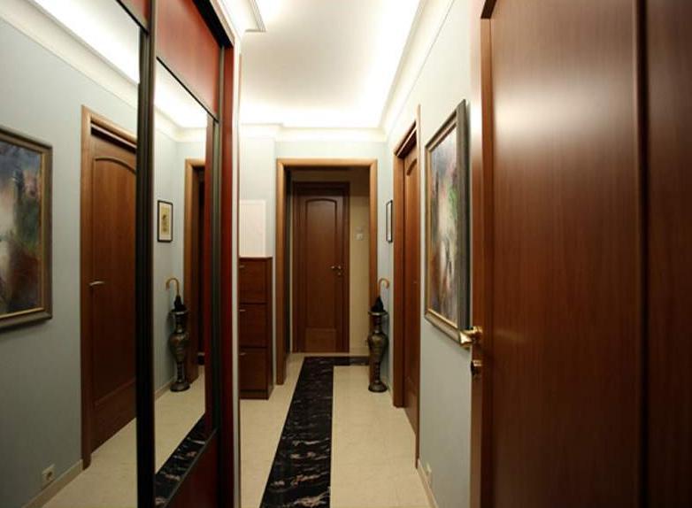 Дизайн прихожей для узких коридоров