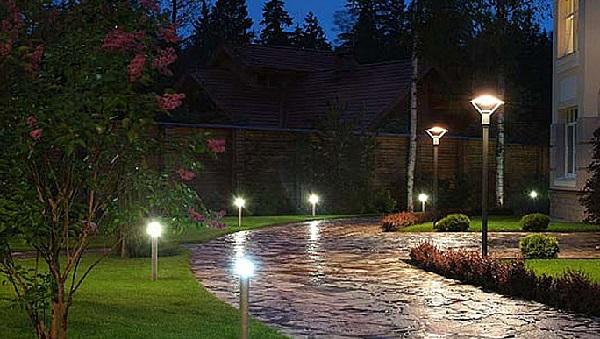 Уличное освещение частного дома фотореле