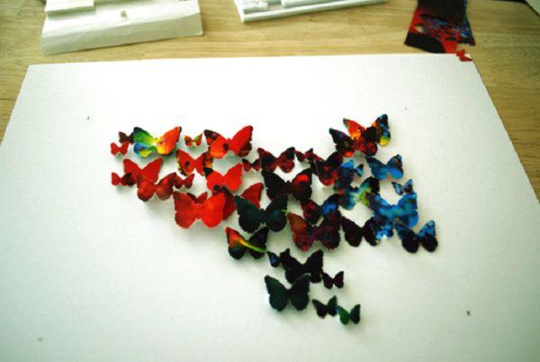 бабочки переливающиеся на стене