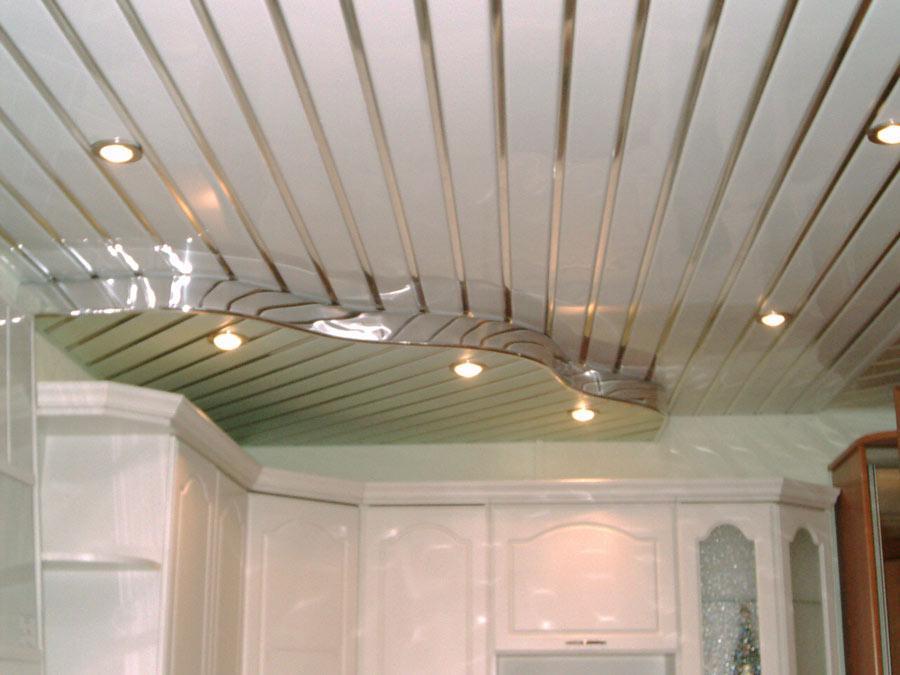 Реечный потолок в ванной комнате: фото