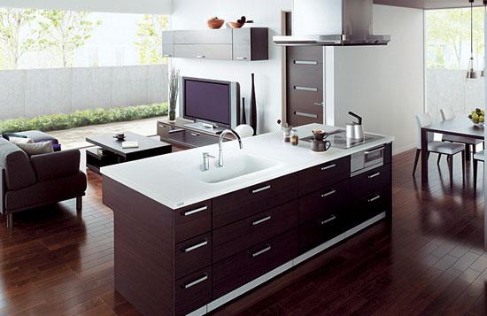 Столешницы-стойки и островки хорошо смотрятся в интерьере гостиной, совмещенной с кухней