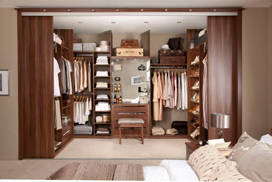 Раздвижные двери для гардеробной из дерева