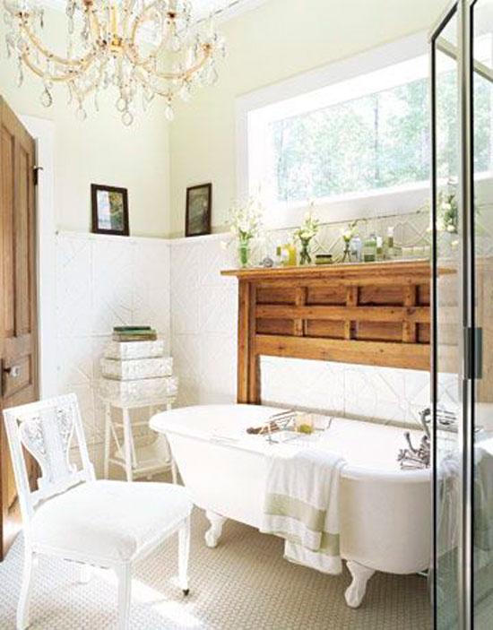 Естественное освещение помогает визуально увеличить маленькую ванную
