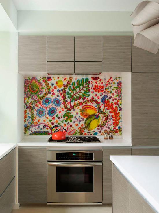 Фотообои с растительным орнаментом прекрасно выглядят в интерьере кухни