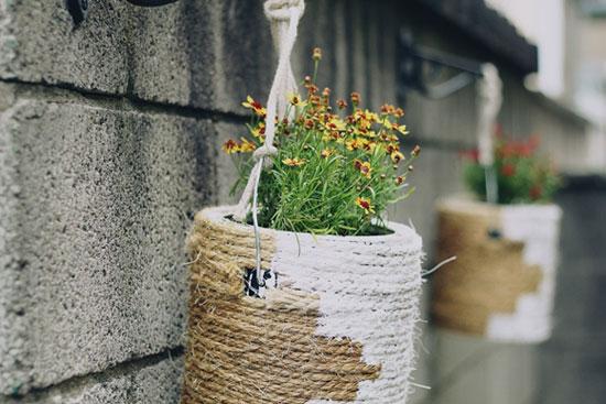 Горшок для цветов из банке от краски и бечевки