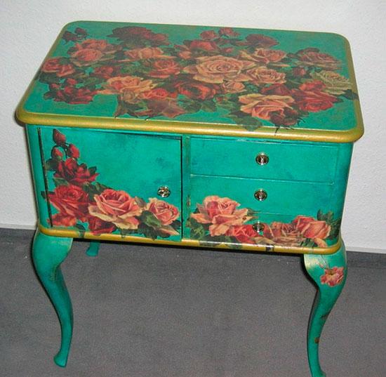Умело декорированная мебель может выглядеть очень изыскано