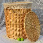 Круглая плетеная корзина для белья
