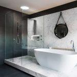 Фото 34: ПВХ панели в ванной под мрамор