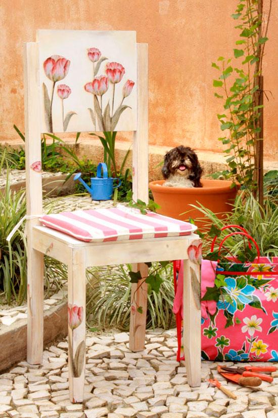 Садовый стул, декорированный в технике декупаж