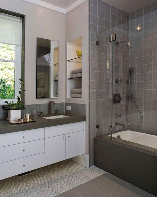 Чтобы короткая стена казалась длиннее, установите вдоль нее ванну и окрасьте эту сторону в более темный цвет