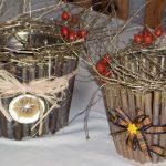 Фото 52: Новогоднее украшение горшков веточками