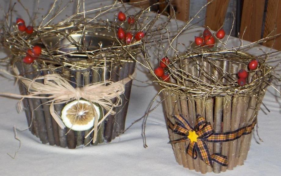 Новогоднее украшение горшков веточками
