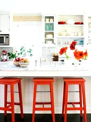 Барная стойка для кухни фото с красными стульями