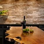 Барная стойка для кухни с бутылкой вина