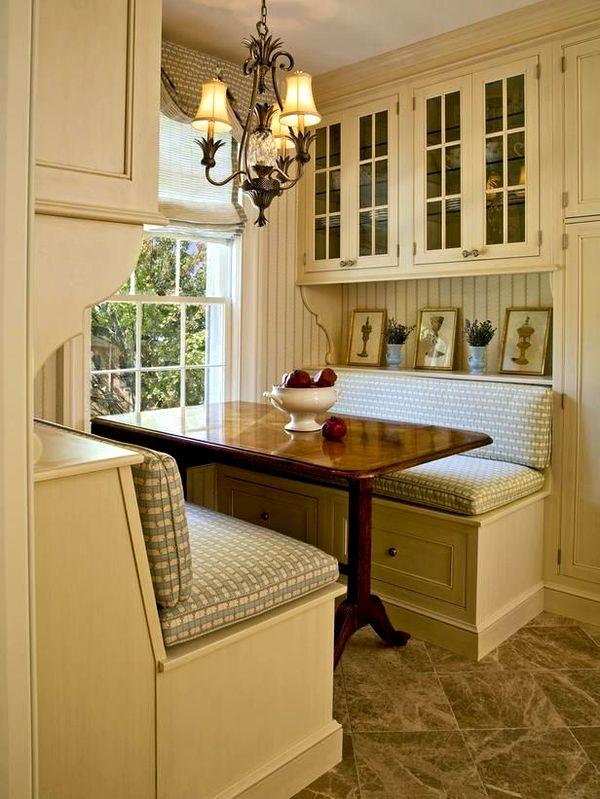 Стол на встроенной кухне