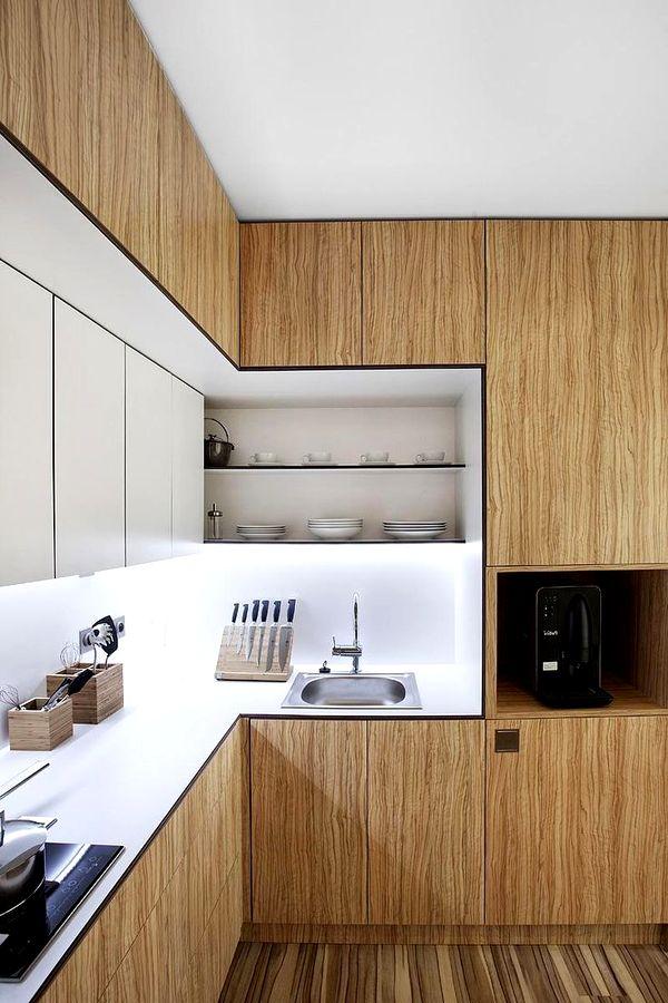 Встроенная кухня из дерева фото