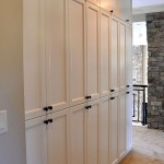 Фото 8: Белый шкаф на встроенной кухне
