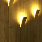 Фото 5: Светильники в бане в виде отогнутых досок