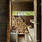 Баня с дровами внутри парилки