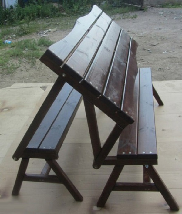 Раскладной стол-лавка не вызывает сложностей при самостоятельном конструировании