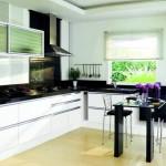 Белая мебель с черными столешницами